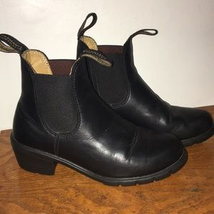 Blundstone heeled chelsea boot